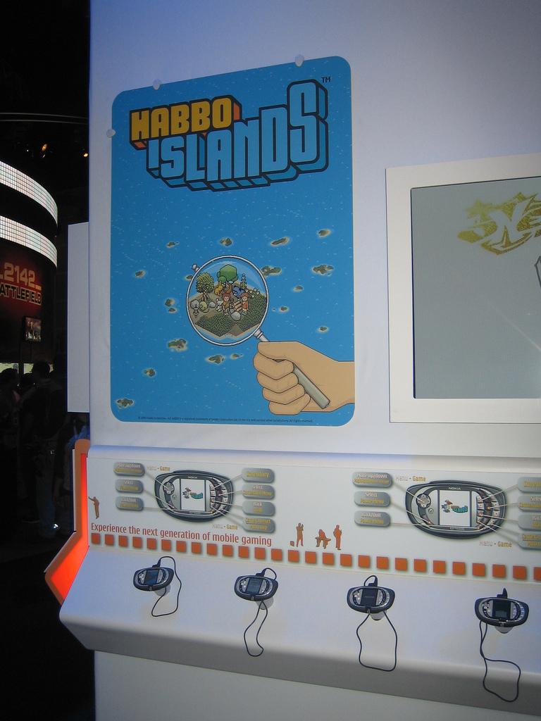 ...а на стендах можно было найти различные игры, в том числе и отмененную прямо перед релизом Habbo Islands.