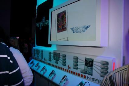 Space Impact (еще без подзаголовка Kappa Base) - на переднем плане Nokia N91, смартфон под управлением Symbian 9