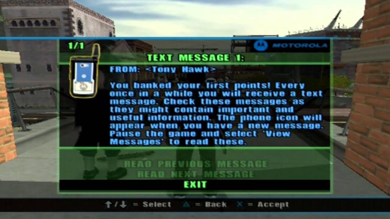 Motorolla — тоже один из символов тех лет. Герои общаются посредством СМСок.
